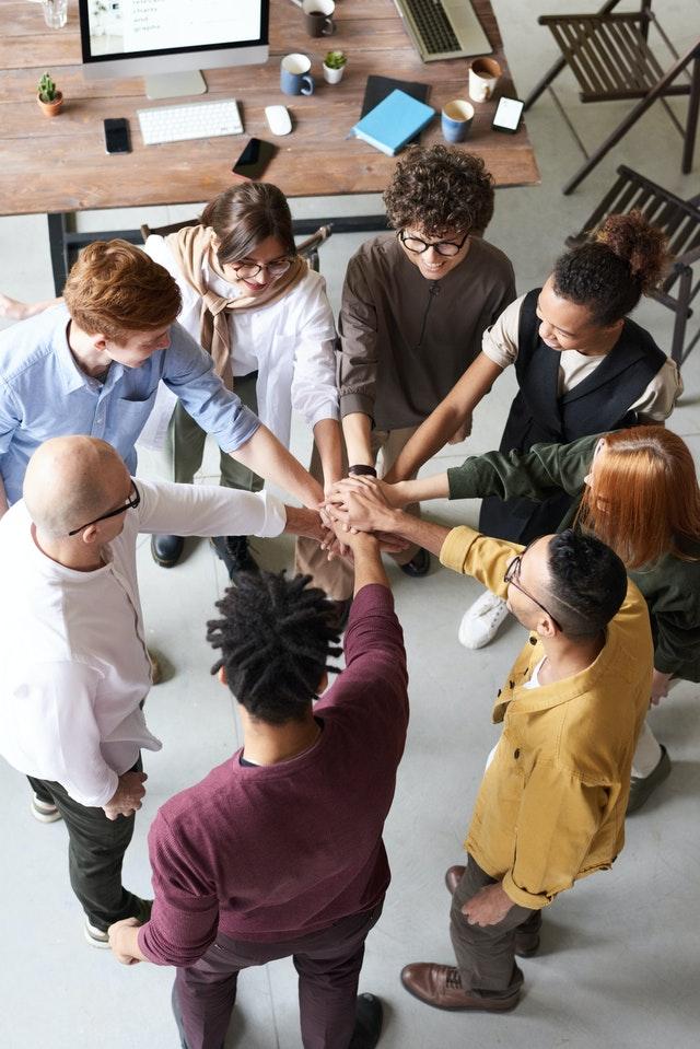Als Kita-Leitung ist es eine wichtige Führungs-Aufgabe für dich, dich um die Teamentwicklung zu kümmern und eine konstruktive Kommunikation in deinem Team zu fördern.
